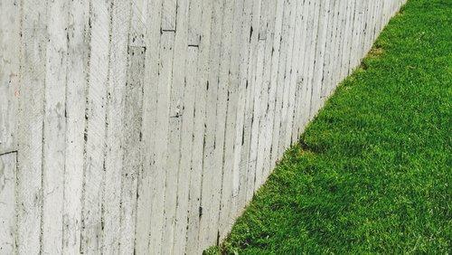 EQ retaining wall